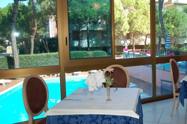 Ristorante con vista piscina Milano Marittima
