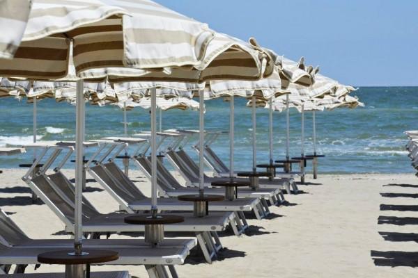 Spiaggia con ombrelloni Rosen Beach