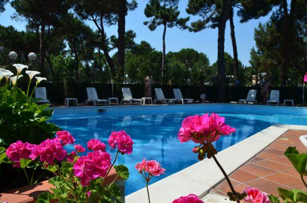 Piscina Hotel Rosen Garden